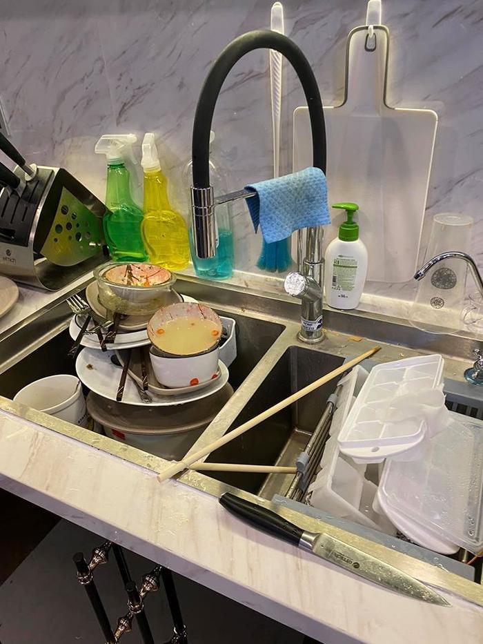 Giữa mùa dịch, Ngô Kiến Huy bị sang chấn tâm lý vì bị bạn bè qua nhà ăn sạch đồ ăn ảnh 1