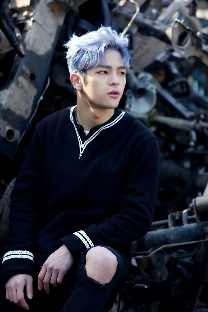 JYP kết thúc hợp đồng với Woojin mà không đưa ra bất kỳ lý do cụ thể nào.