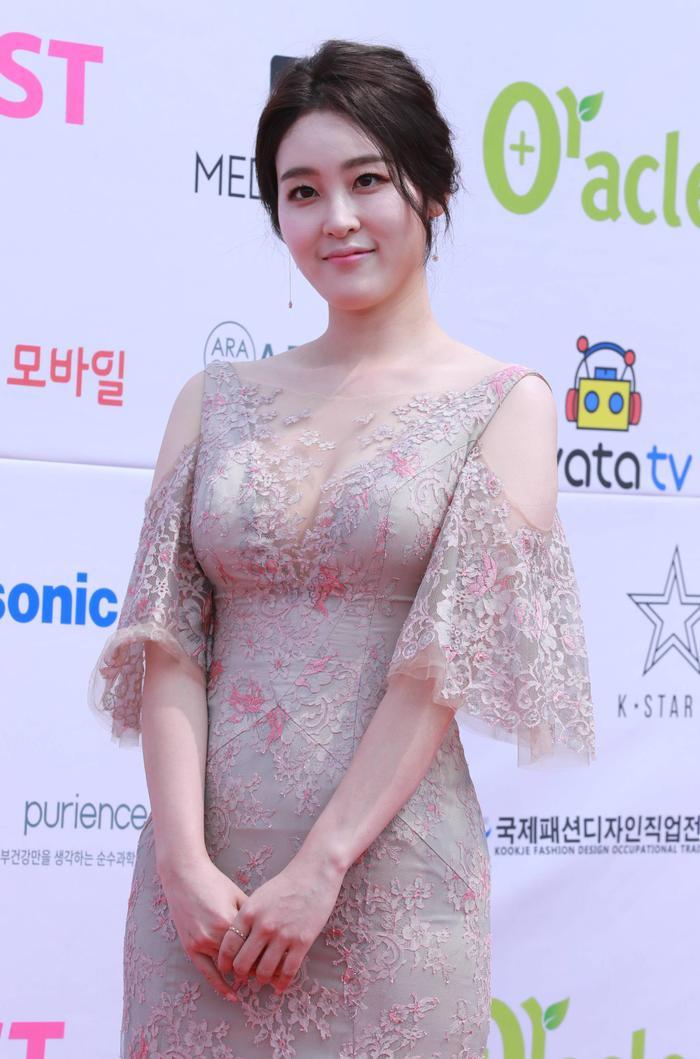 Shin Ah Young.