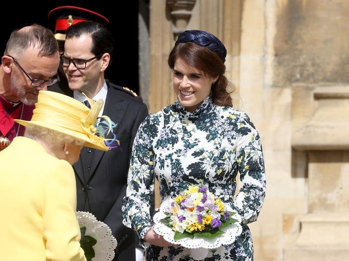 Có một sự thật là công chúa không bao giờ đội mũ hoàn toàn tiệp màu quần áo như các phụ nữ hoàng gia khác.
