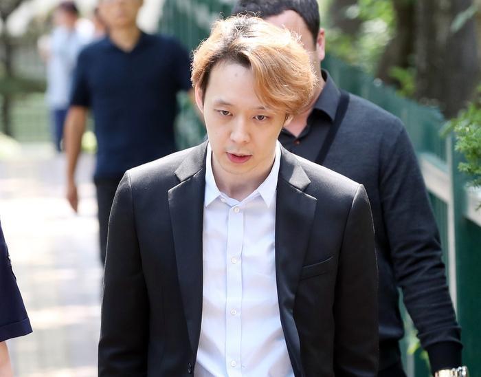 Từ idol thuần khiết đến kẻ tội đồ Kbiz, Park Yoochun (JYJ) giả dối như thế đó! ảnh 7