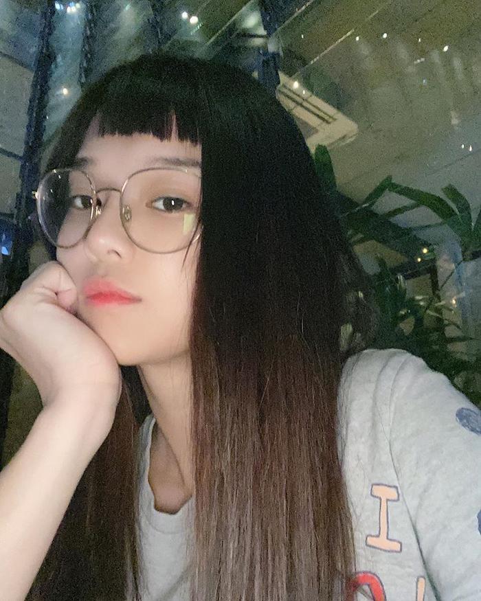 Hoàng Yến Chibi chia sẻ loạt ảnh với mái ngố, cư dân mạng liên tục nói rằng rất giống nhiều người ảnh 4