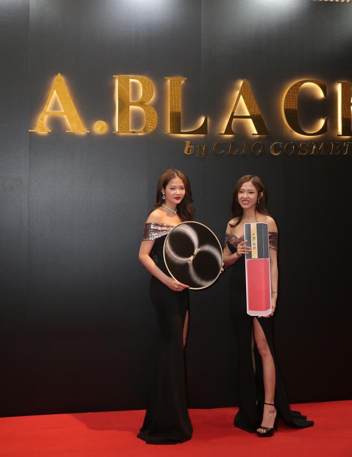 Cặp đôi trang điểm hoàn hảo của A.Black