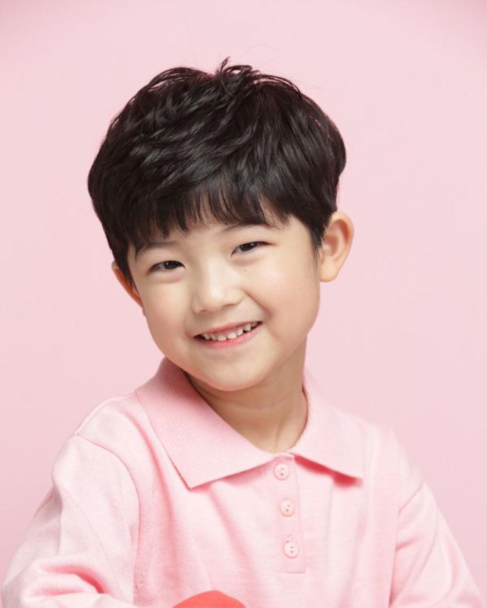 Dàn diễn viên nhí mới nổi của màn ảnh Hàn: Phiên bản thu nhỏ của V(BTS) gây sốc, con gái mẹ Kim Tae Hee nhận cơn mưa lời khen ảnh 13