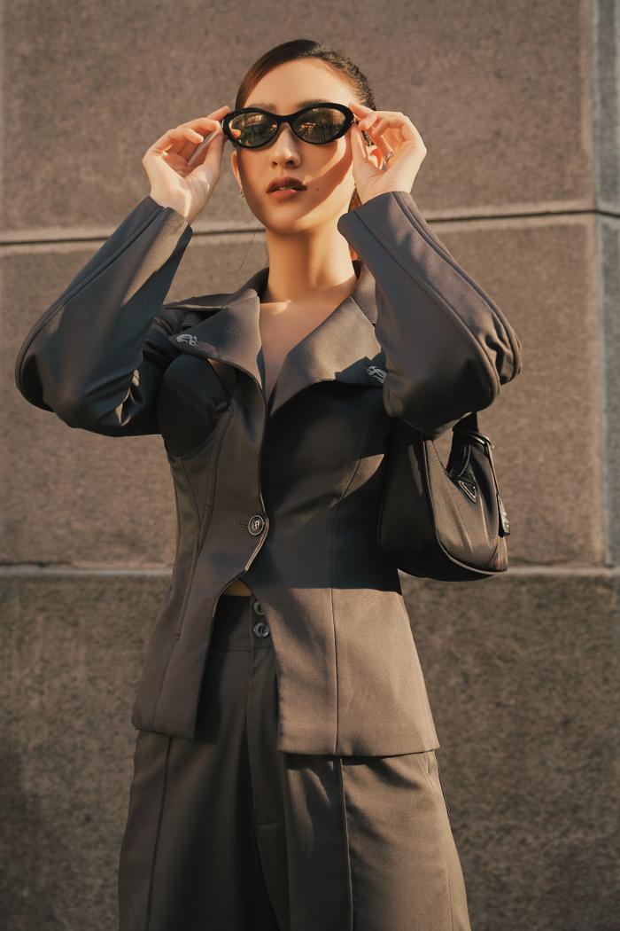 Hà Thu diện vest khoe vòng 1, dạo phố chiều Sài Gòn đầy quyến rũ ảnh 0