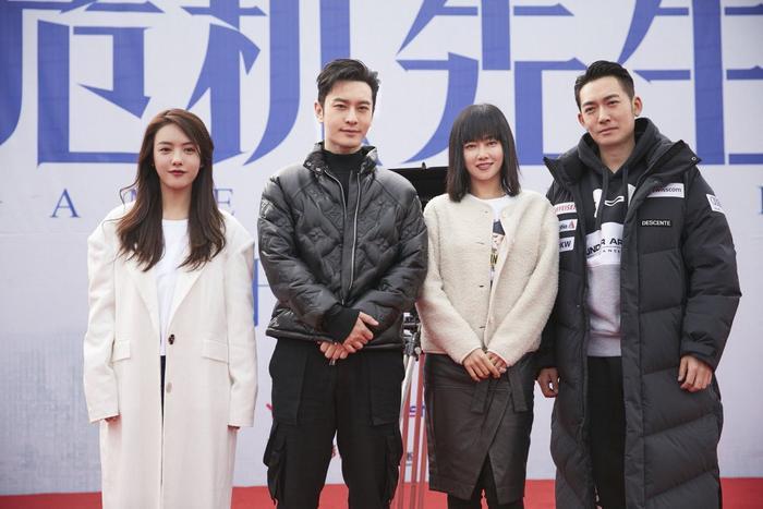 Không sợ Angelababy ghen, Huỳnh Hiểu Minh tay trong tay ngọt ngào với Thái Văn Tịnh trong phim mới ảnh 2