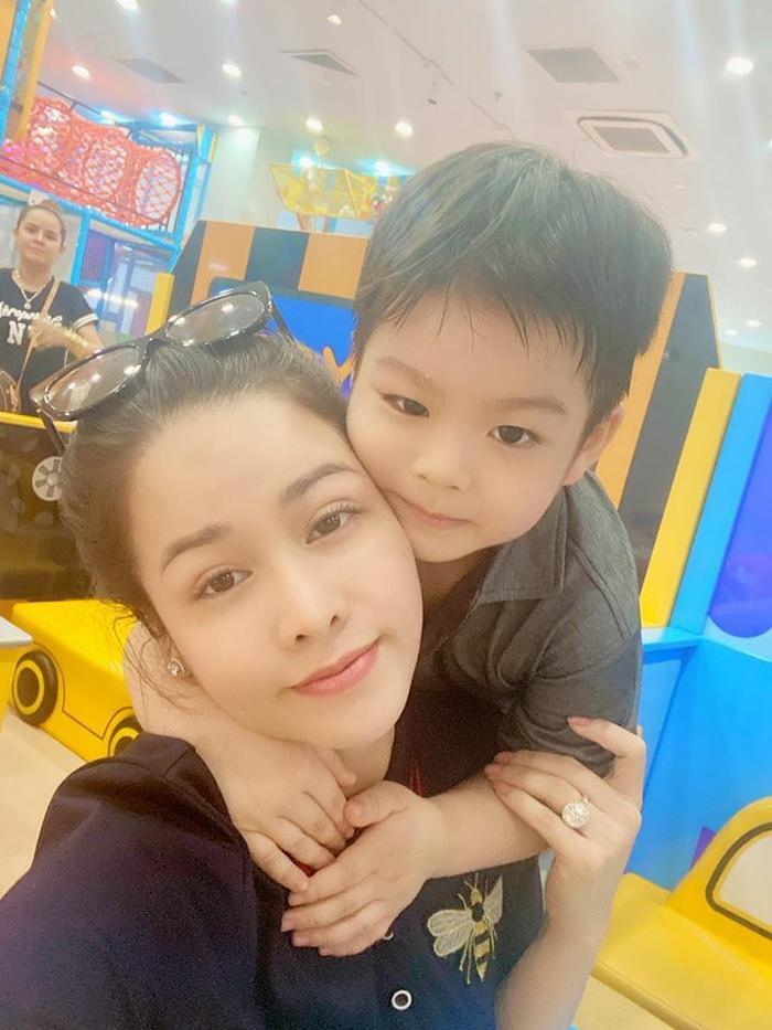 Bị chỉ trích vô trách nhiệm với con lúc nhỏ, Nhật Kim Anh thẳng thừng đuổi anti-fan: Lượn đi ảnh 4
