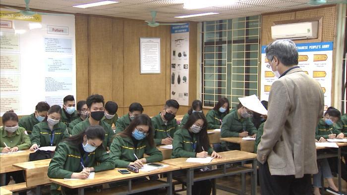 Sinh viênTrường ĐH Văn hóa Nghệ thuật Quân đội đeo khẩu trang khi đến lớp. Ảnh: PageTrường Đại học Văn hóa Nghệ thuật Quân đội