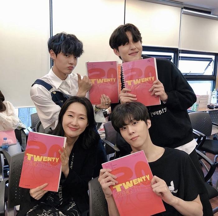 Kim Woo Seok (X1), Chan và bạn diễn của Ong Seong Woo gây sốt tại buổi đọc kịch bản Twenty-Twenty ảnh 2