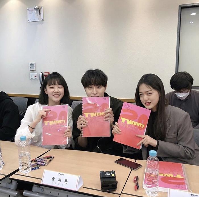 Kim Woo Seok (X1), Chan và bạn diễn của Ong Seong Woo gây sốt tại buổi đọc kịch bản Twenty-Twenty ảnh 1