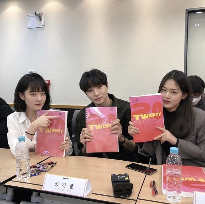 Kim Woo Seok (X1), Chan và bạn diễn của Ong Seong Woo gây sốt tại buổi đọc kịch bản Twenty-Twenty ảnh 5