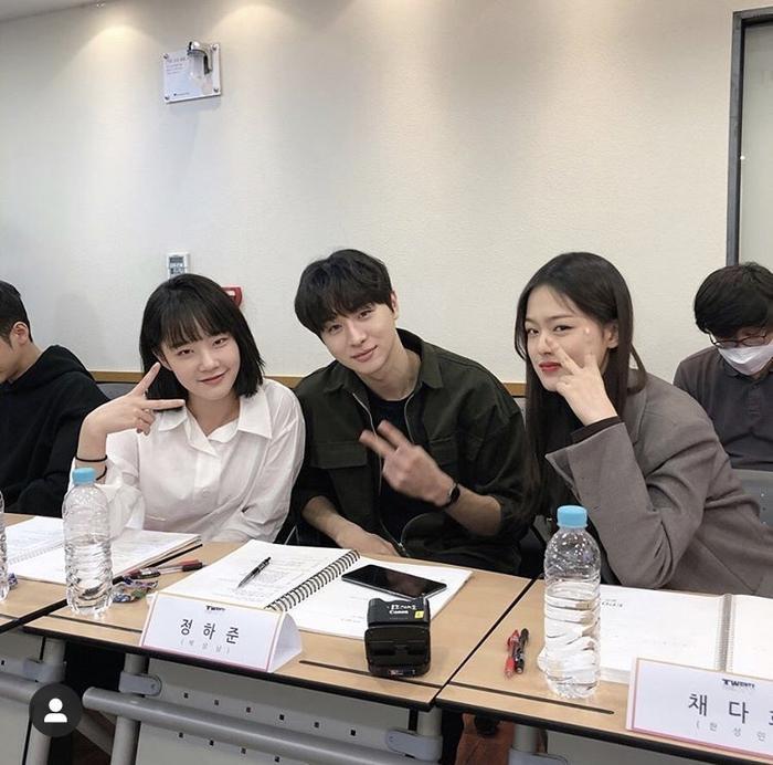 Kim Woo Seok (X1), Chan và bạn diễn của Ong Seong Woo gây sốt tại buổi đọc kịch bản Twenty-Twenty ảnh 4