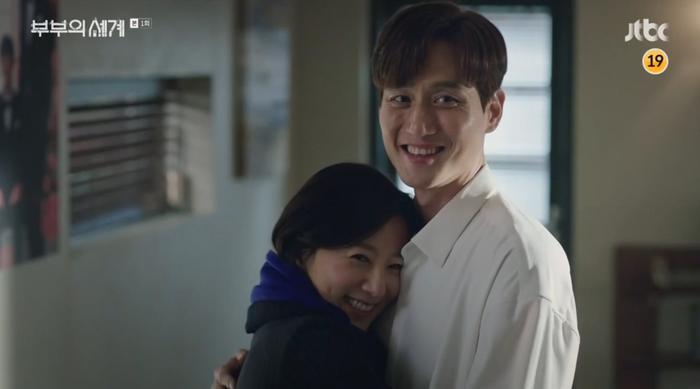 Rating phim gắn mác 18+ của Kim Hee Ae đè bẹp cả Hạ cánh nơi anh và Tầng lớp Itaewon ảnh 2