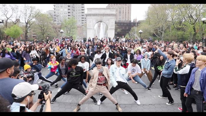 NCT 127 gây bất ngờ khi xuất hiện tại sự kiện random play dance ở Newark.