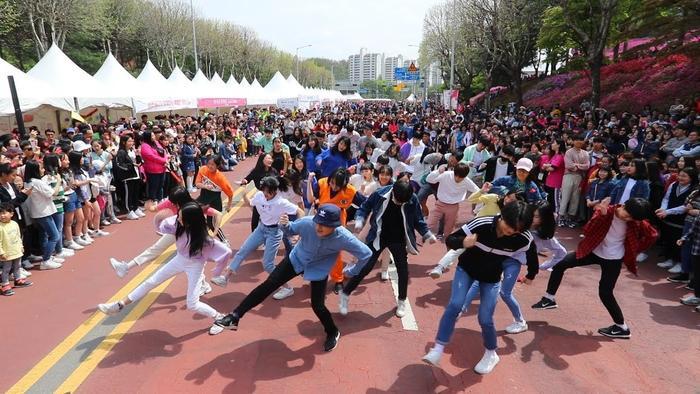 Những nhóm nhảy dance cover là một trong những nhân tố có đóng góp lớn trong việc quảng bá làn sóng Hallyu lan rộng hơn ở các quốc gia trên thế giới.