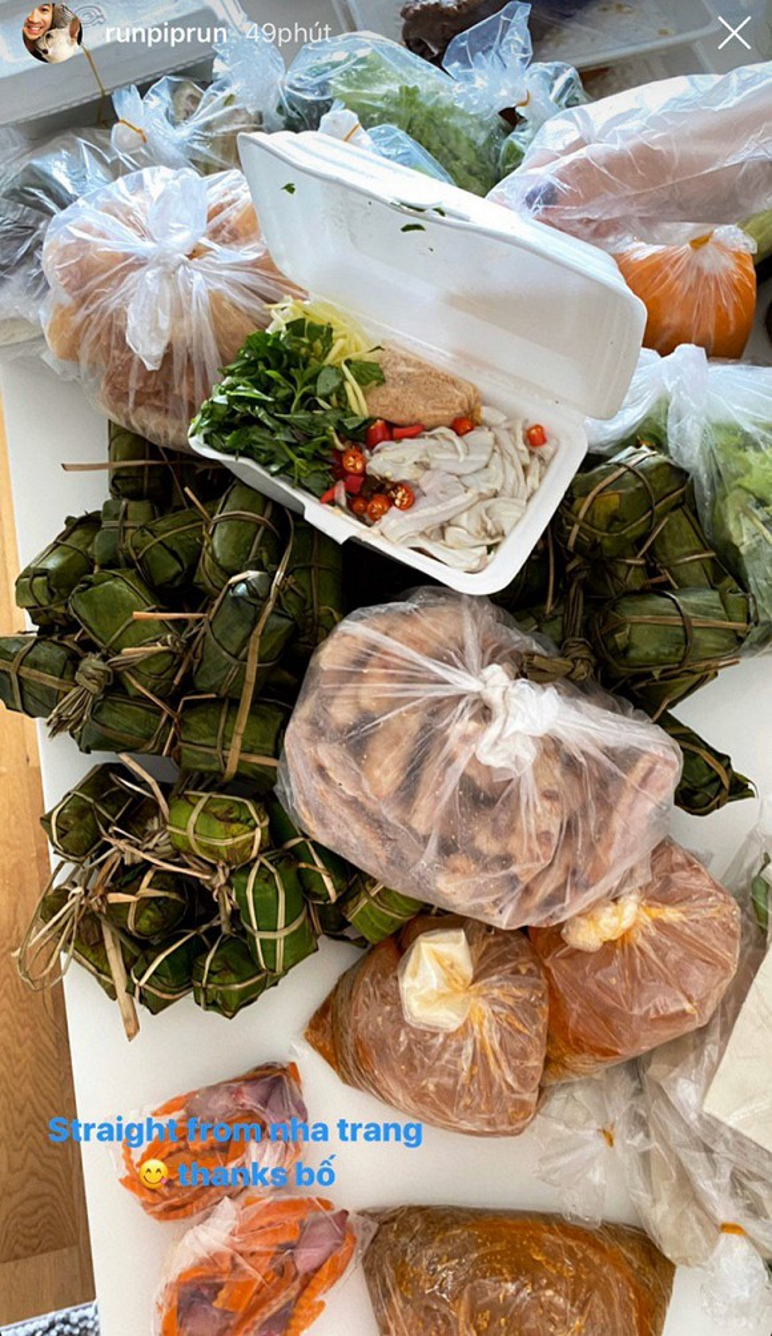 Tỷ phú Johnathan Hạnh Nguyễn chu đáo gửi núi lương thực cho con trai Phillip Nguyễn và con dâu tương lai ở nhà tránh dịch COVID-19 ảnh 1