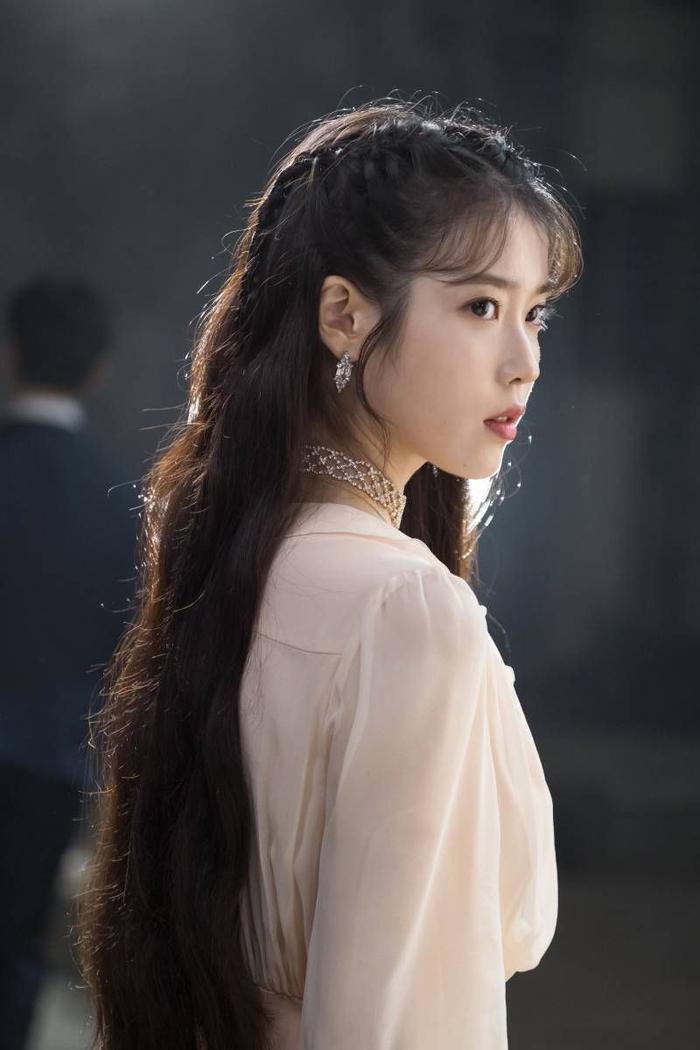 Cư dân mạng bàn luận ai là thần tượng trở thành diễn viên xuất sắc nhất: Gọi tên Suzy, IU, Park Hyungsik, D.O.