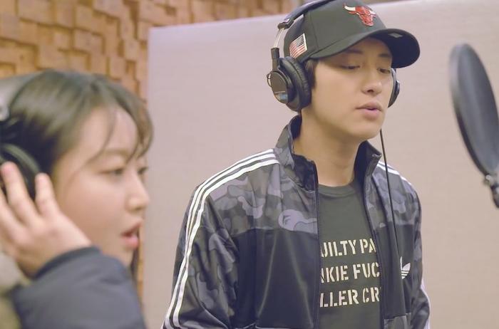 MV OST Stay With Me của Chanyeolcũng là bài hát OST đầu tiên cán mốc 200 triệu lượt xem trên Youtube.