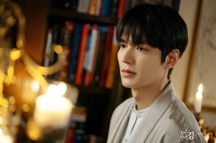 Chưa lên sóng, phim The King củaLee Min Ho và Kim Go Eun đã vướng phải tranh cãi lớn ảnh 3