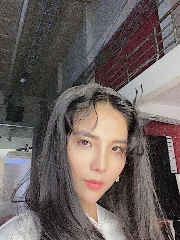 Bỗng comeback với tóc dài thướt tha, Vũ Cát Tường bị fan nhìn nhầm thành IU ảnh 0