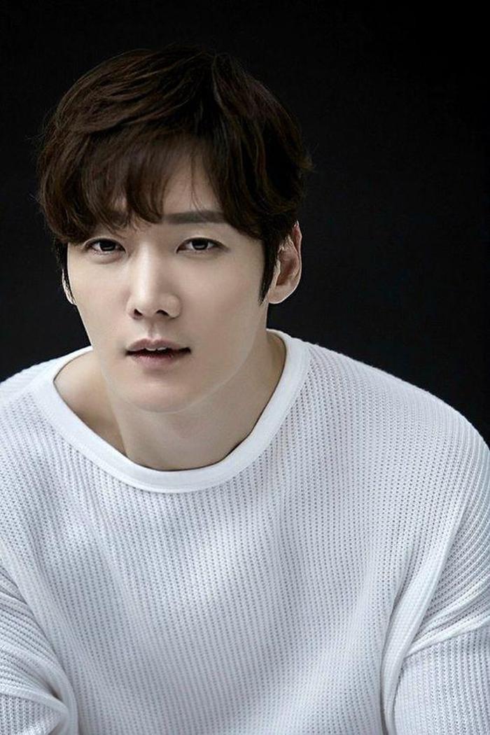 Hai trai đẹp Lee Seung Gi và Choi Jin Hyuk có thể hóa thân thành những kẻ biến thái trong phim Mouse ảnh 6