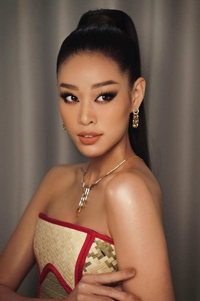 """Cái tên Khánh Vân hứa hẹn sẽ còn """"hot"""" hơn nữa khi series Road To Miss Universe 2020 lên sóng."""