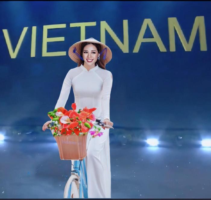 Đây là mẫu thiết kế National Costume dành cho Khánh Vân, được fan sắc đẹp mong đợi sẽ một lần xuất hiện trên sân khấu Miss Universe.