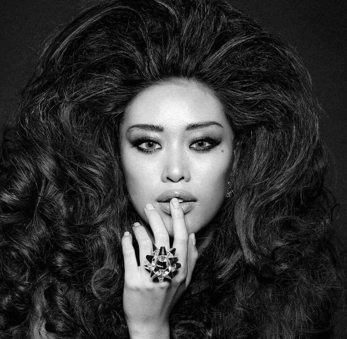Phong cách thời trang đột phá của Khánh Vân khiến nhiều fan bất ngờ.