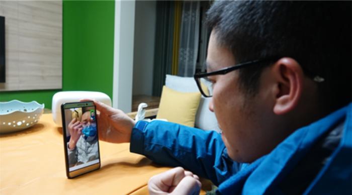 Nơi hai đầu chiến tuyến, Viên Kiều và Dương Lợi sẽ gọi video cho nhau bất cứ khi nào có cơ hội.