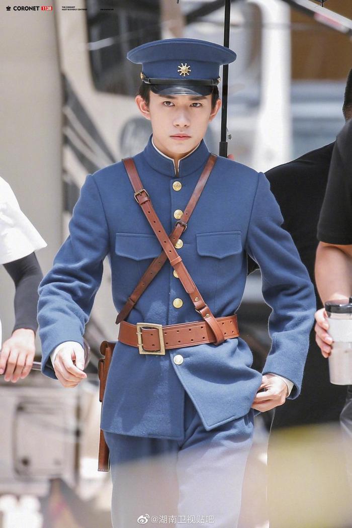 Nam thần mặc quân trang Trung Quốc: Hạng nhất khiến khán giả bất ngờ khi Trần Vỹ Đình hạng 10, Dịch Dương Thiên Tỉ hạng 2 ảnh 17