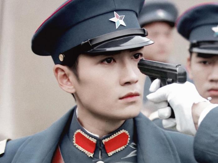 Nam thần mặc quân trang Trung Quốc: Hạng nhất khiến khán giả bất ngờ khi Trần Vỹ Đình hạng 10, Dịch Dương Thiên Tỉ hạng 2 ảnh 19