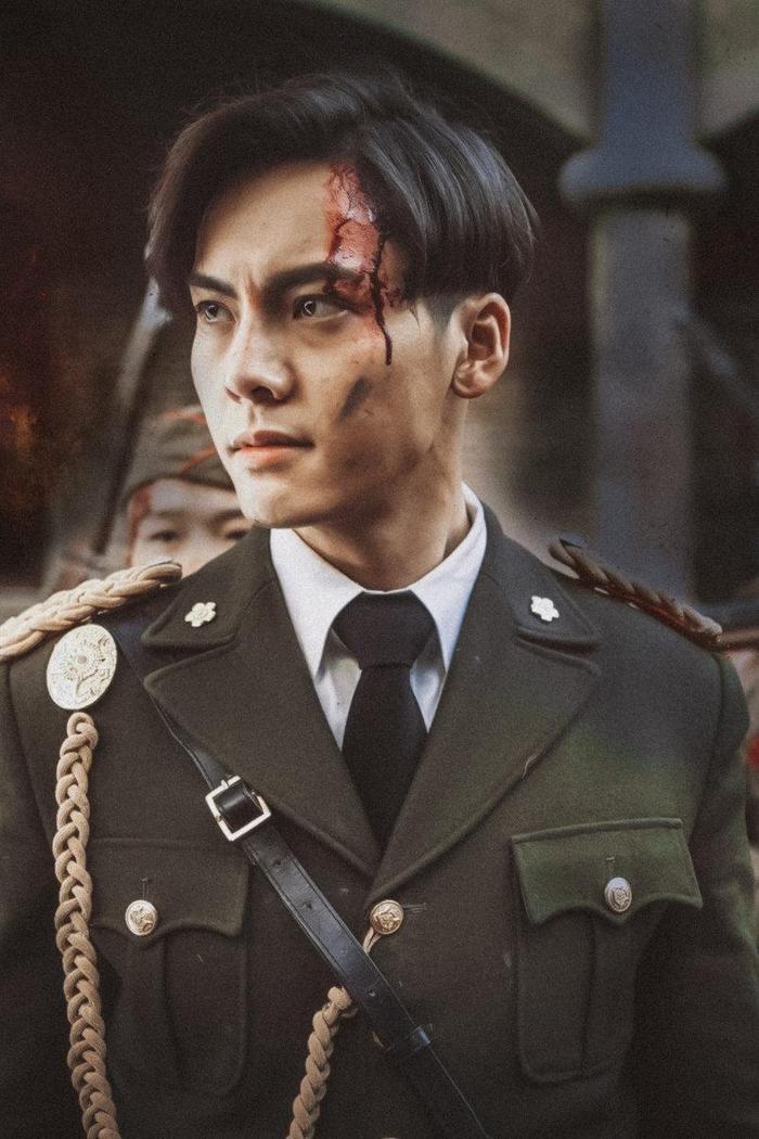 Nam thần mặc quân trang Trung Quốc: Hạng nhất khiến khán giả bất ngờ khi Trần Vỹ Đình hạng 10, Dịch Dương Thiên Tỉ hạng 2 ảnh 1