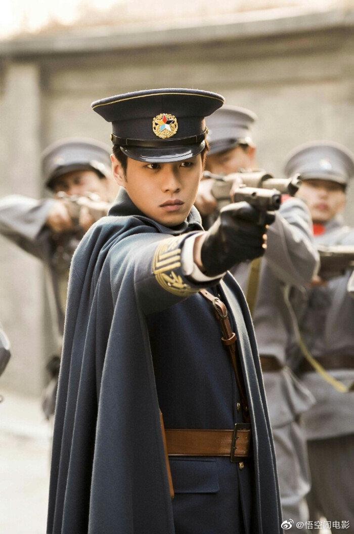Nam thần mặc quân trang Trung Quốc: Hạng nhất khiến khán giả bất ngờ khi Trần Vỹ Đình hạng 10, Dịch Dương Thiên Tỉ hạng 2 ảnh 2