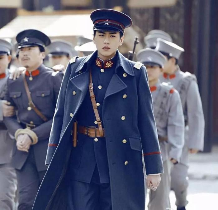 Nam thần mặc quân trang Trung Quốc: Hạng nhất khiến khán giả bất ngờ khi Trần Vỹ Đình hạng 10, Dịch Dương Thiên Tỉ hạng 2 ảnh 3