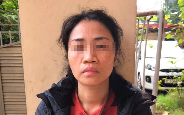Người phụ nữ cáo buộc có hành vi không chấp hành đo thân nhiệt còn tát cảnh sát. Ảnh: Báo Pháp Luật TP.HCM