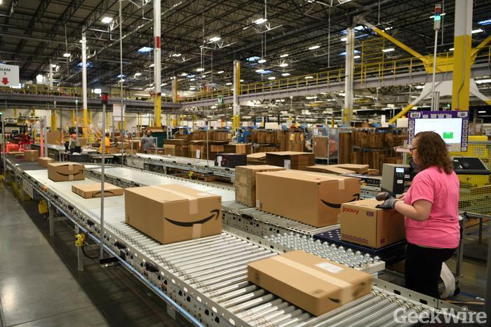 Amazon mới đây mong muốn tuyển thêm khoảng 100.000 nhân sự để đáp ứng nhu cầu bùng nổ giữa dịch bệnh. (Ảnh: Geekwire)