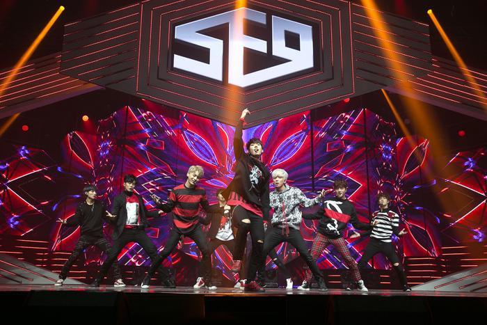 SF9 là nhóm nhạc nam đi theo phong cách trình diễn đầu tiên của FNC.