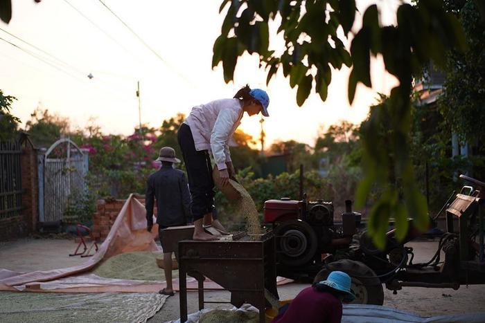 Về quê làm vườn, HHen Niê duyên dáng thừa nhận: Hen điên quá nên ế, làm hoa hậu mới có người vớt ảnh 10