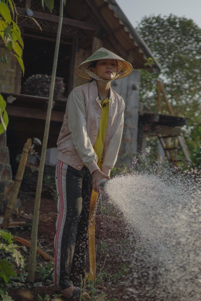 Về quê làm vườn, HHen Niê duyên dáng thừa nhận: Hen điên quá nên ế, làm hoa hậu mới có người vớt ảnh 5