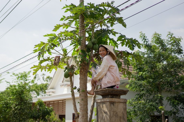 Về quê làm vườn, HHen Niê duyên dáng thừa nhận: Hen điên quá nên ế, làm hoa hậu mới có người vớt ảnh 8