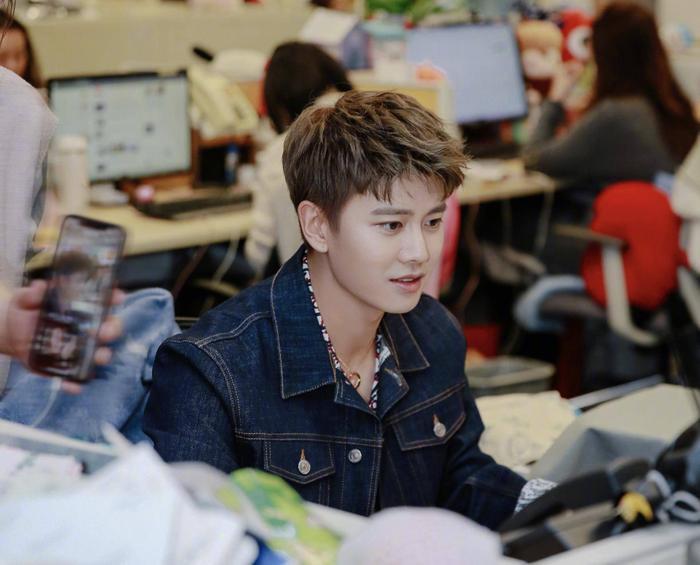 """Nhậm Gia Luân nổi bật hơn qua bộ phim """"Cẩm Y Chi Hạ"""" hợp tác với Đàm Tùng Vận."""
