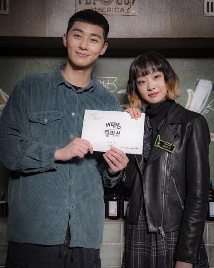 Park Seo Joon hóa thân ấn tượng với mái tóc hạt rẻ trong Itaewon Class