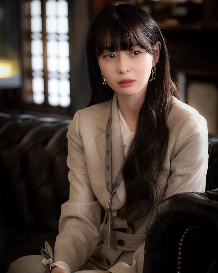Tình đầu Park Seo Joon  Kwon Nara tiết lộ từng suýt bị bắt cóc khi còn là thực tập sinh ảnh 0