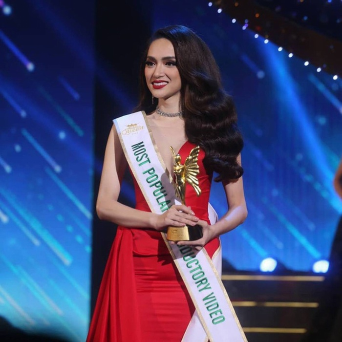 Hương Giang trở thành niềm tự hào cho nhan sắc Việt khi mang về chiếc vương miện Hoa hậu Chuyển giới Quốc tế 2018.