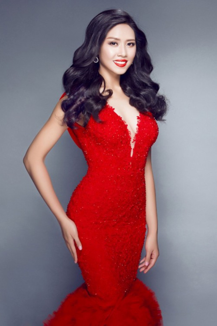 Bộ đầm dạ hội màu đỏ rực rỡ đã giúp Loan Nguyễn tự tin và nổi bật trên sân khấu Miss World 2014.