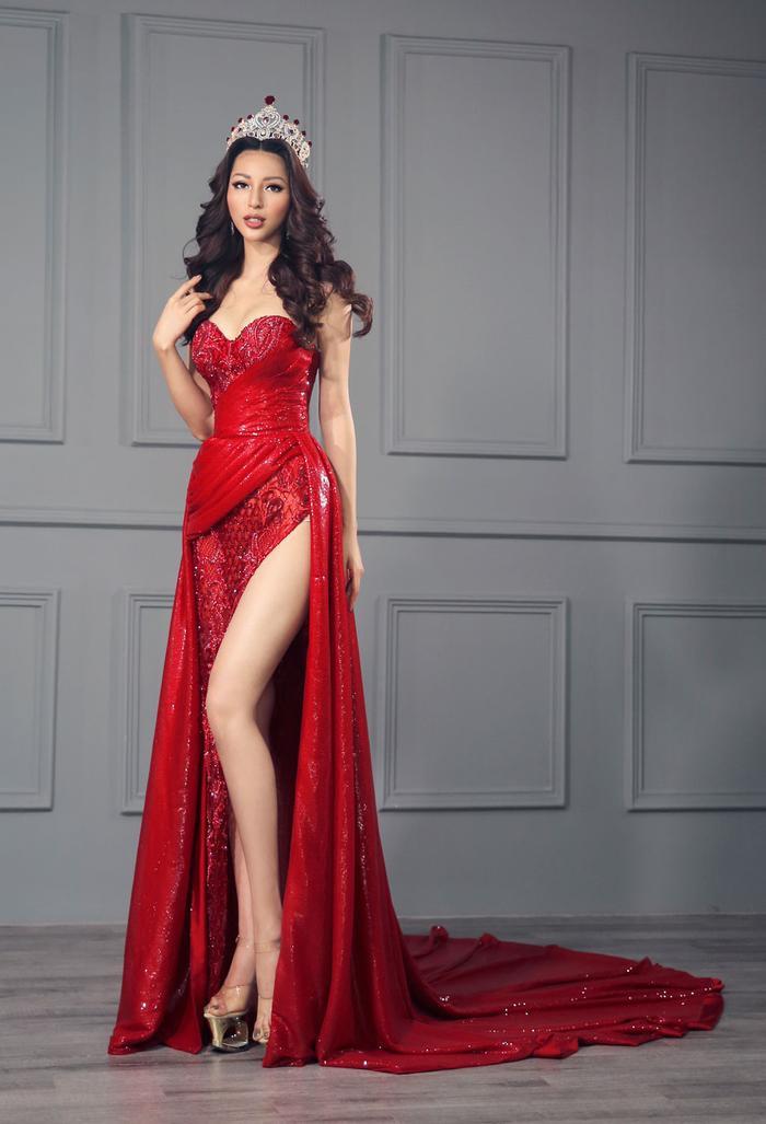 Nhuộm đỏ sàn diễn: Hương Giang đăng quang huy hoàng, Khánh Vân  Hoài Sa chiếm trọn spotlight ảnh 10