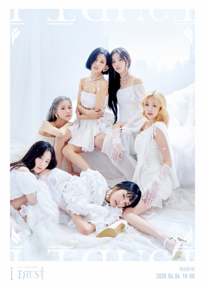 (G)I-DLE trở thành nhóm nhạc nữ thứ 2 sau IZ*ONE (183.975 bản) có lượng đĩa bán ra cao nhất trong ngày đầu mở bán với hơn 91.000 bản.