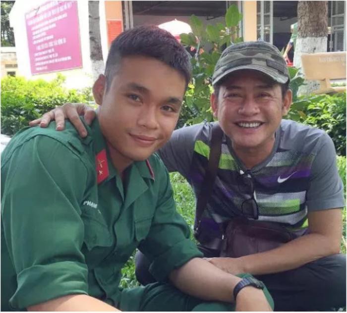 Nghệ sĩ hài Tấn Beo tiễn con trai lên đường tham gialực lượng tuyến đầu phòng chống dịch COVID-19 ảnh 3