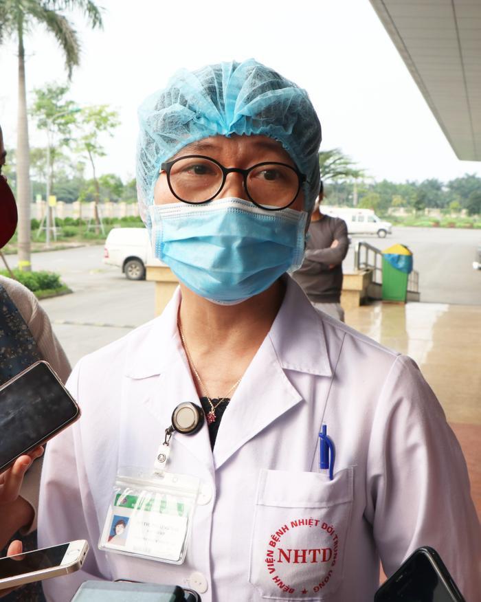 Hơn 1 tháng qua bác sĩ Đỗ Thị Phương Mai, Phó trưởng Khoa Nhiễm khuẩn tổng hợp, Bệnh viện Bệnh nhiệt đới Trung ương không về nhà vì sợ lây cho người thân, hàng xóm vì tiếp xúc với người bệnh nhiễm COVID-19.