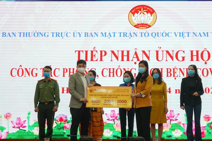 CLB Hà Nội chung tay ủng hộ tuyến đầu chống dịch Covid-19.